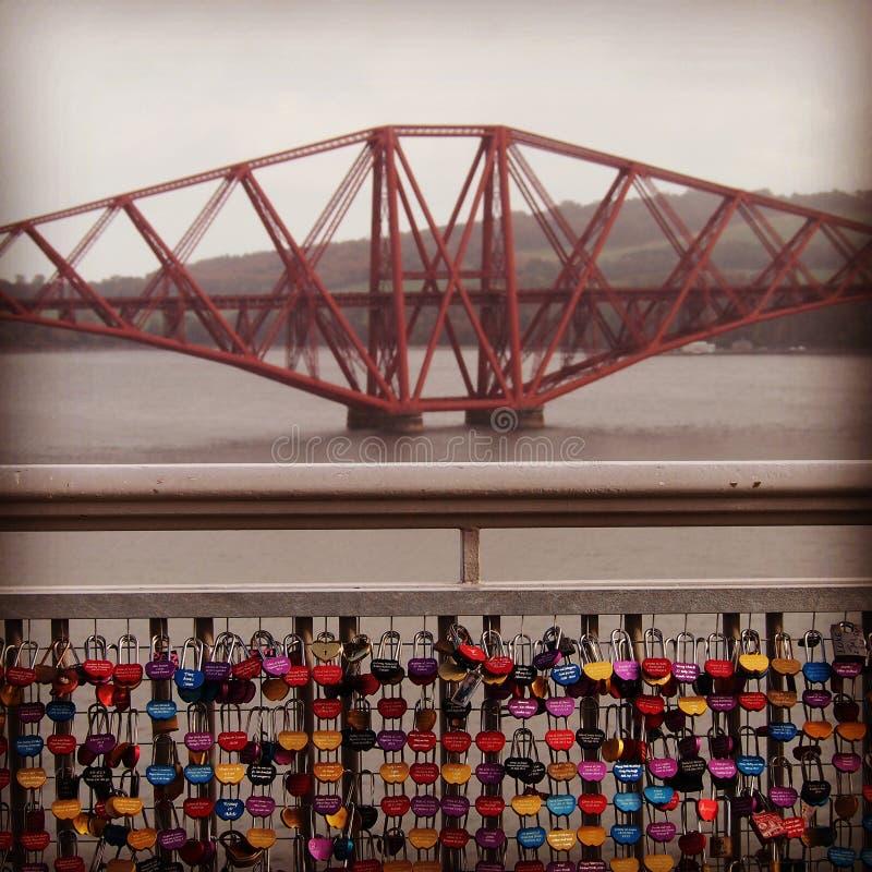 Weiter Schienenüberfahrt, Edinburgh, Schottland stockbilder