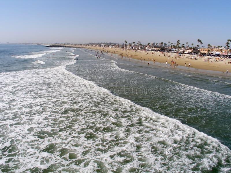 Weitwinkelansicht von Meer und von Ufer lizenzfreies stockbild