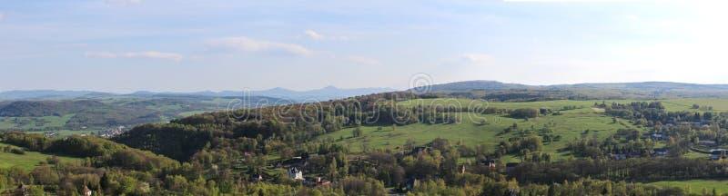 Weiv de Panoramatic de montagne au village Tisa image libre de droits