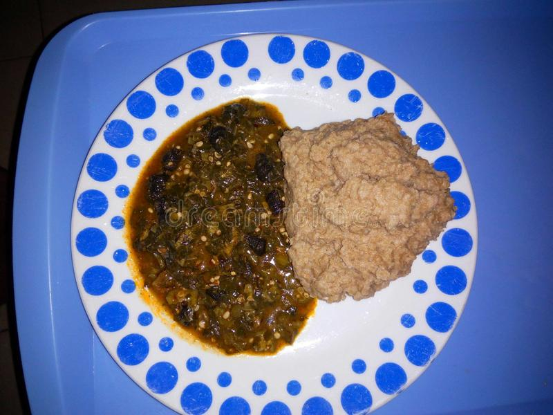 Weizen und afrikanische Suppe des essbaren Eibisches stockfotos