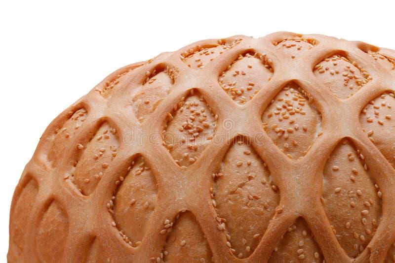 Weizenbrot mit indischem Sesam und Muster auf weißer Nahaufnahme stockfotografie