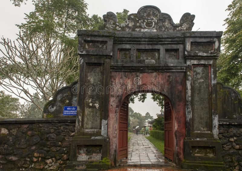 Wejście Thien Mu pagoda w odcieniu, Wietnam obrazy stock