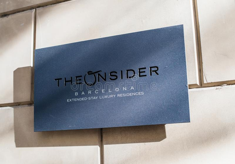 Wejściowa plakieta przy Onsider luksusowymi mieszkaniami w Barcelona zdjęcia royalty free