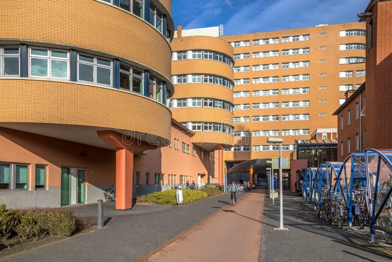 Wejście Akademicki Szpitalny Groningen z kolarstwa pas ruchu zdjęcie stock
