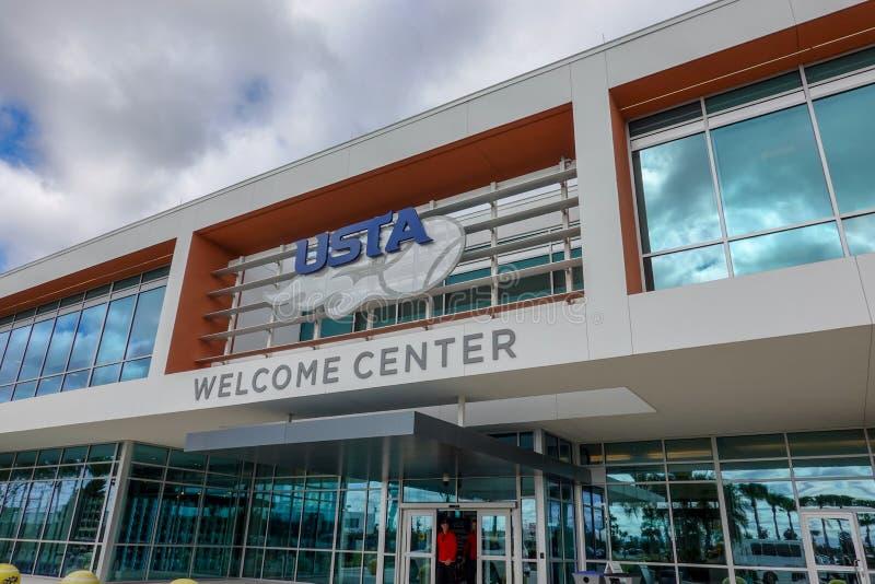 Wejście do budynku Amerykańskiego Stowarzyszenia Tenisa w Orlando, FL fotografia royalty free