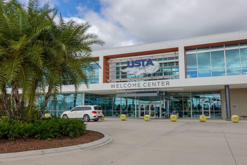 Wejście do budynku Amerykańskiego Stowarzyszenia Tenisa w Orlando, FL zdjęcie stock