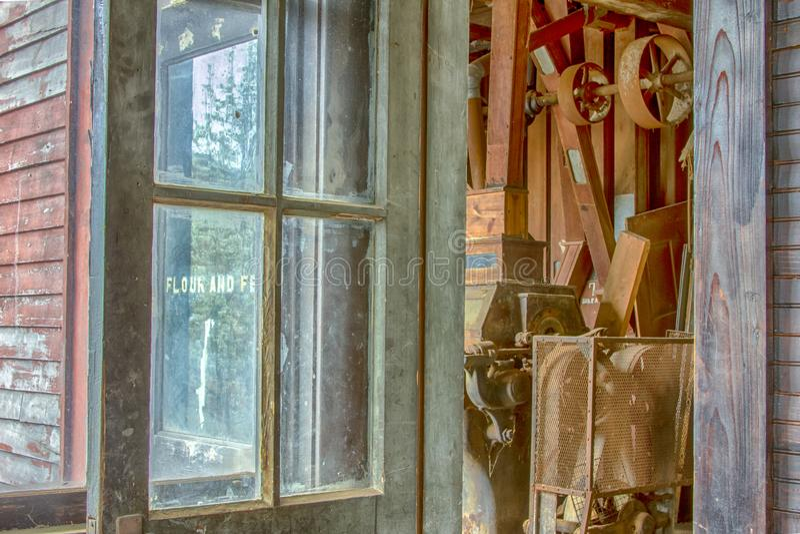 Wejście mąki i karmy ziarna do zmielenia młyn fotografia stock