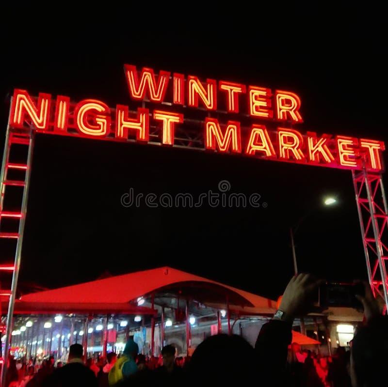 Wejście Melbourne&-x27; s królowej Wiktoria zimy nocy rynek obrazy stock