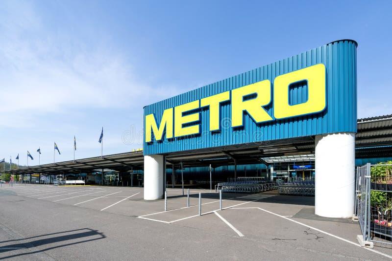 Wejście metro gotówka & niesie rynek zdjęcia stock