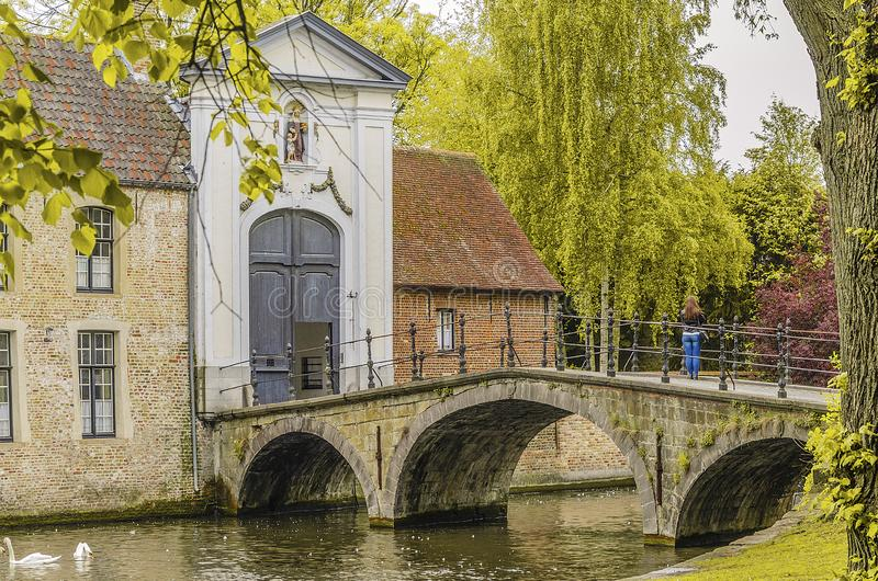 Wejście most klasztor Santa Isabel Bruges Belgia fotografia royalty free