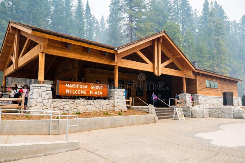 Wejście nowy Mariposa gaju powitania placu budynek w Yosemite parku narodowym zdjęcia royalty free