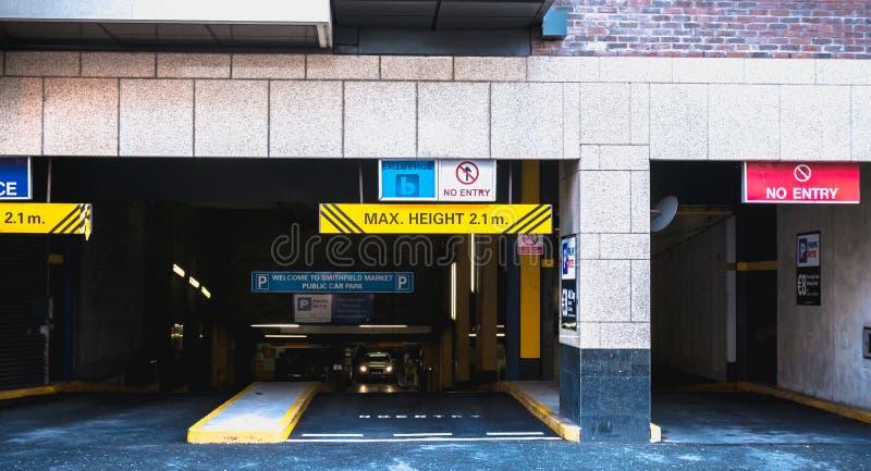 Wejście podziemny parking w Dublin, Irlandia fotografia royalty free