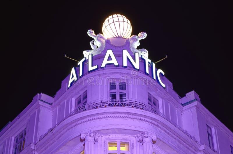 Wejście prestiżowy Hotelowy Atlantyk w Hamburskim Niemcy Europa w nocy z stronami jeden dzień po końcówki G20 szczyt ja obrazy stock