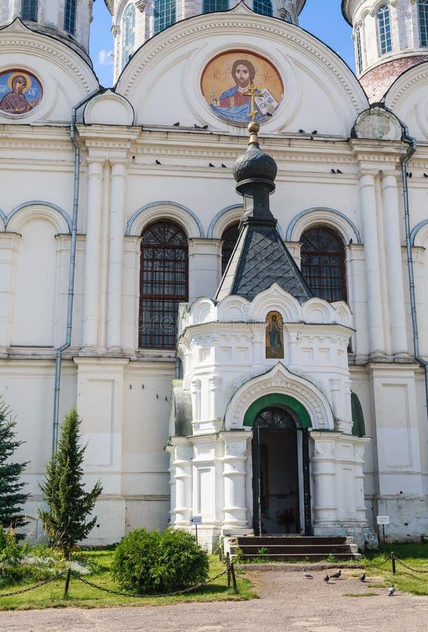 Wejście St Nicholas kościół w wiosce Rogachevo obraz royalty free
