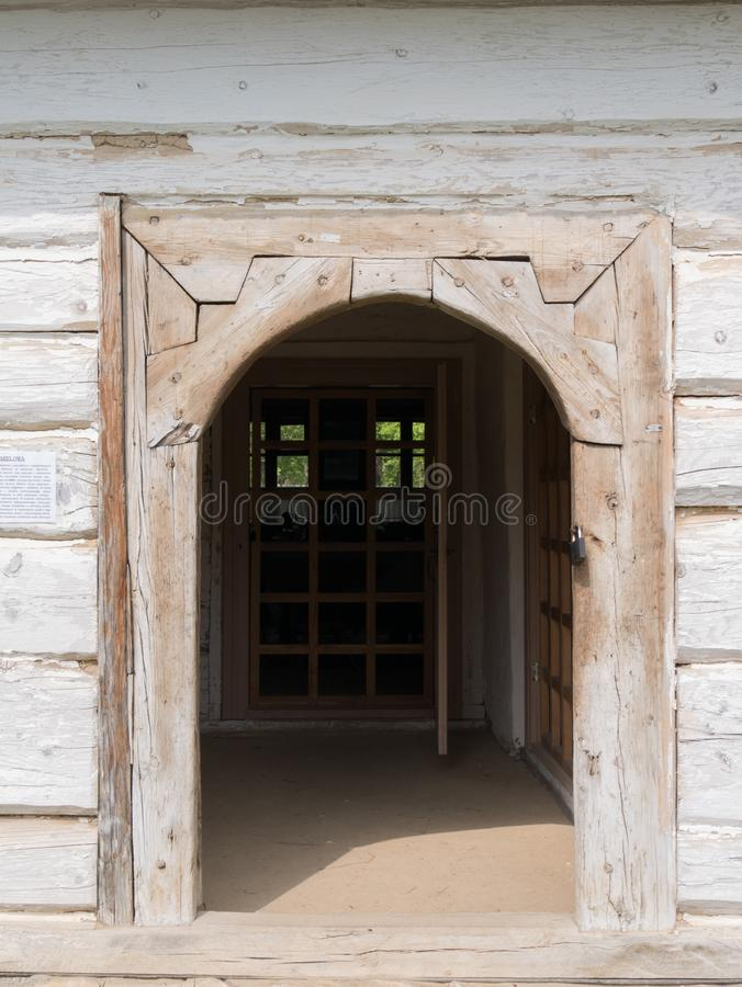 Wejście stara drewniana buda obraz stock