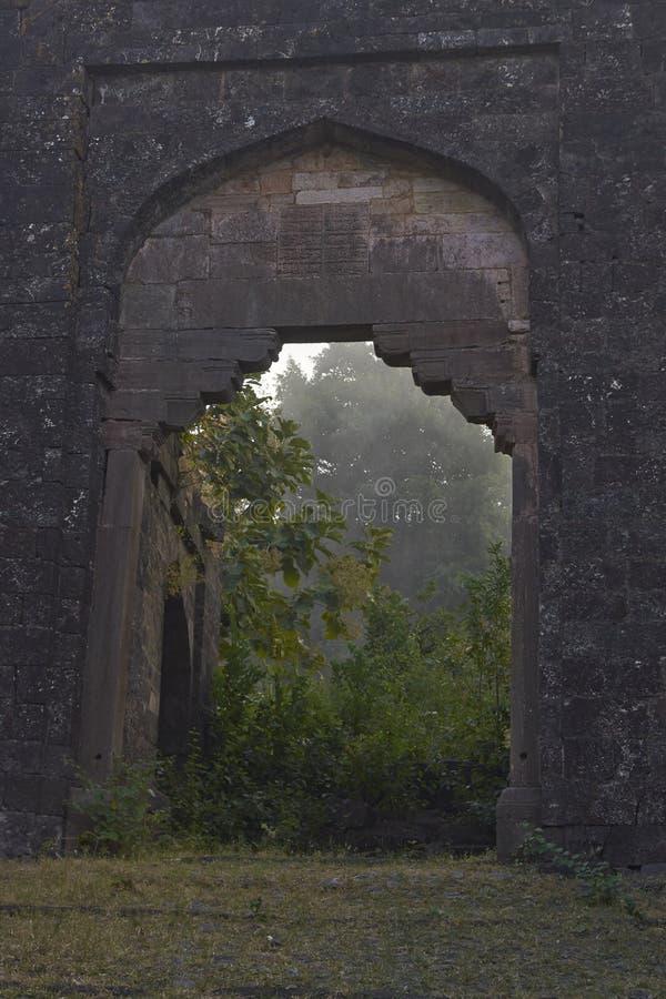 Wejście szczytu fort przy Mandu, India zdjęcie stock