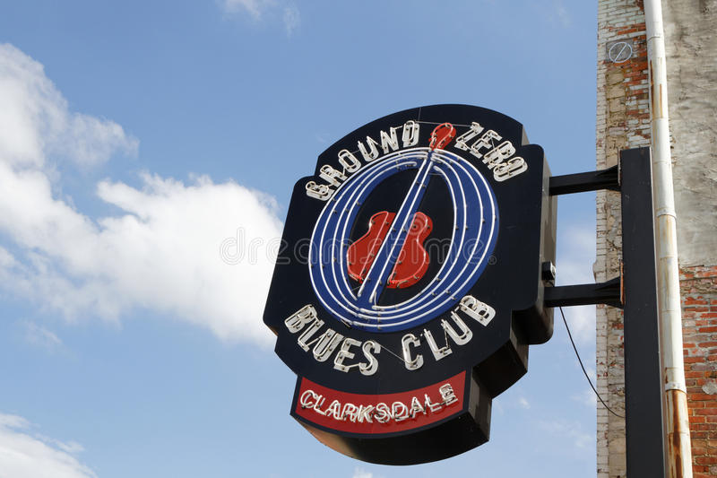 Wejście znak punktów zerowych wybuchu błękitów klub w Clarksdale, zdjęcie royalty free