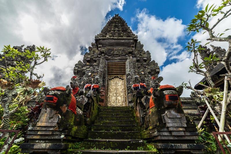 Wejściowa brama balijczyk świątynia Pura Ulun Danu Batur, Bali, Indonezja obraz royalty free
