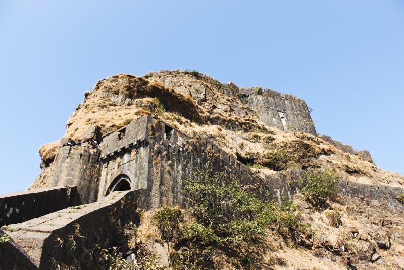 Wejściowa brama i boczny widok Lohagad fort, Pune okręg, maharashtra, India obraz royalty free