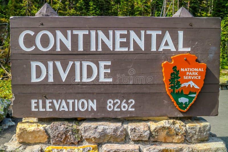 Wejściowa droga iść w Yellowstone parku narodowym, Wyoming obrazy stock