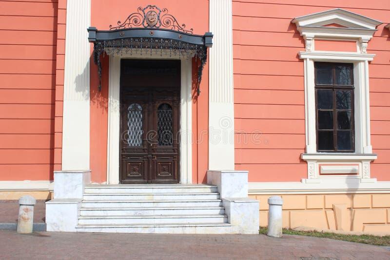Wejściowi drzwi w starym domu obrazy stock