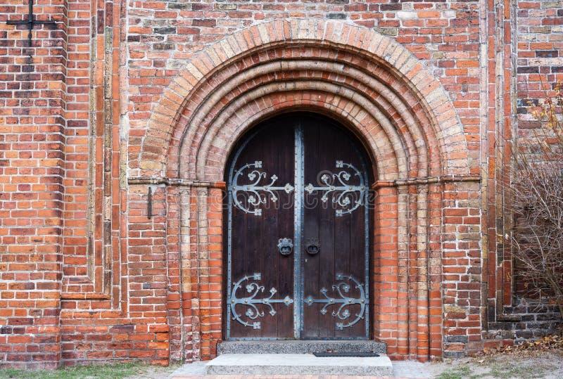 Wejściowy drzwi historyczna ratzeburg katedra w typowym bri zdjęcie royalty free