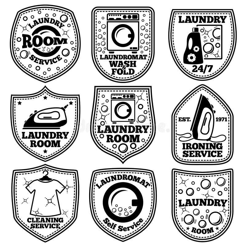 Wektorowe pralni etykietki ustawiać Z laundromat, żelazem, ubraniami, bąblami, detergentem, etc royalty ilustracja