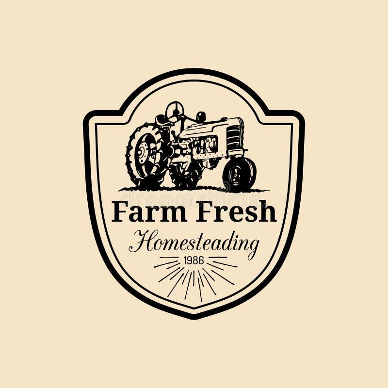 Wektorowy retro rodziny gospodarstwa rolnego logotyp Organicznie premii ilości produktów logo Rocznik ręka kreślił ciągnikową iko ilustracji