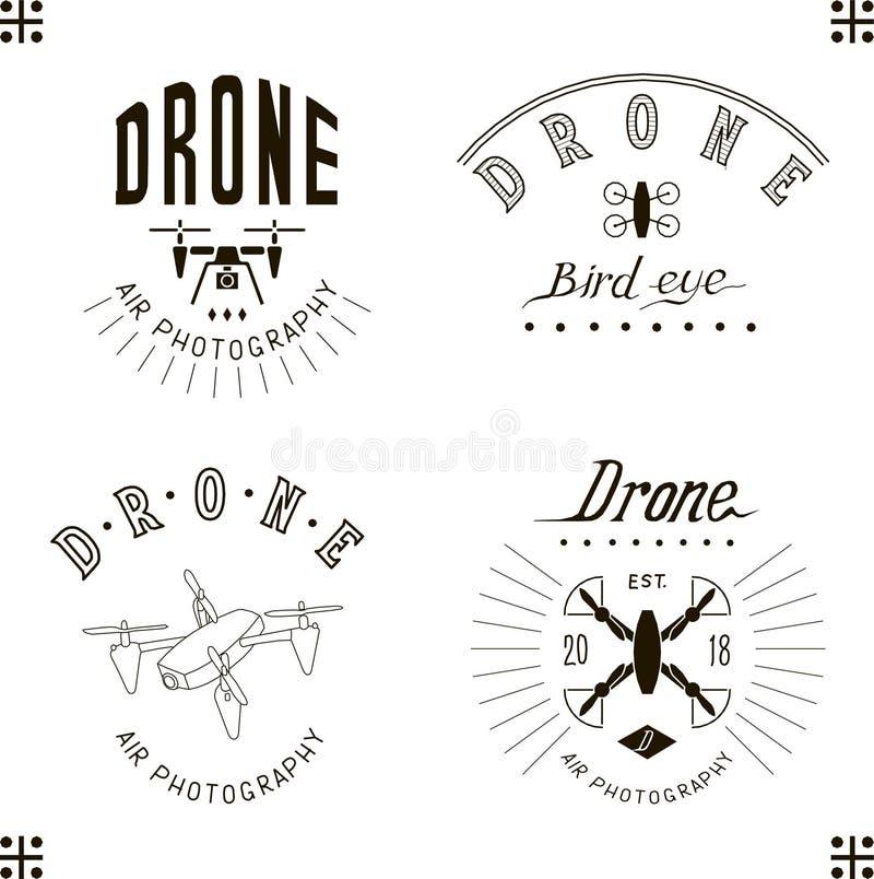 Wektorowy rysunkowy trutnia logo set, quadrocopter, miltycopter logo simbol, literowanie, odizolowywający royalty ilustracja
