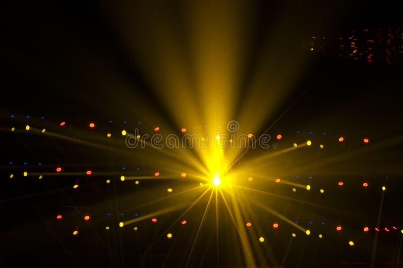 Wektorowy sceny światło reflektorów z Laserowymi promieniami w nocy obrazy stock