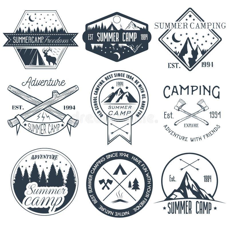 Wektorowy ustawiający camping etykietki w rocznika stylu Obóz letni przygody pojęcia plenerowa ilustracja ilustracja wektor