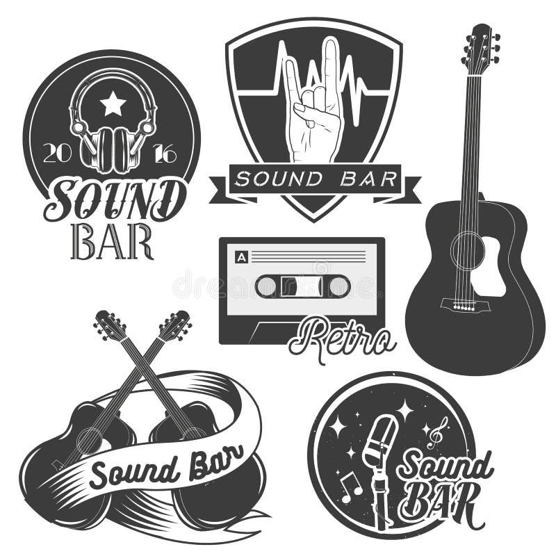 Wektorowy ustawiający rozsądne studio nagrań etykietki w rocznika stylu Muzyka rockowa instrumenty, kasety taśma, gitara dalej royalty ilustracja