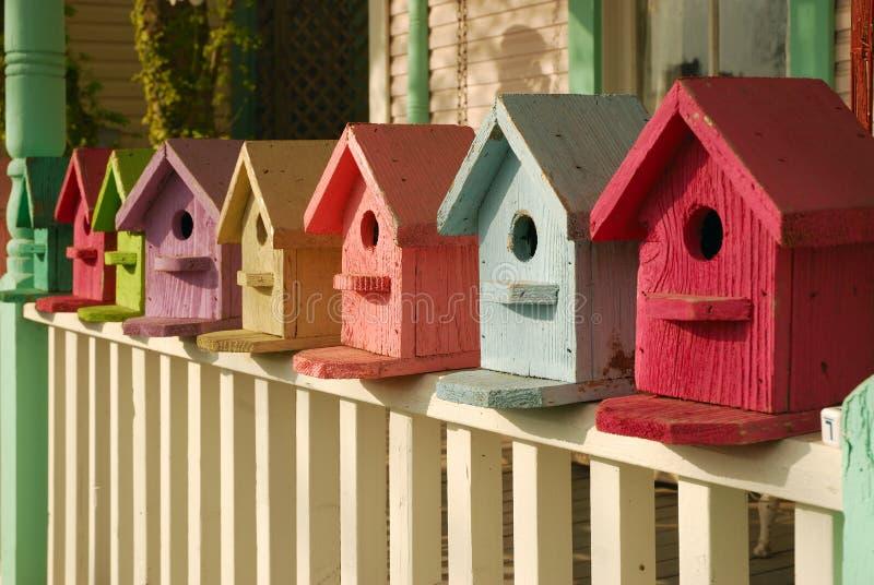 Welche Farbe Ihr Birdhouse ist lizenzfreies stockbild