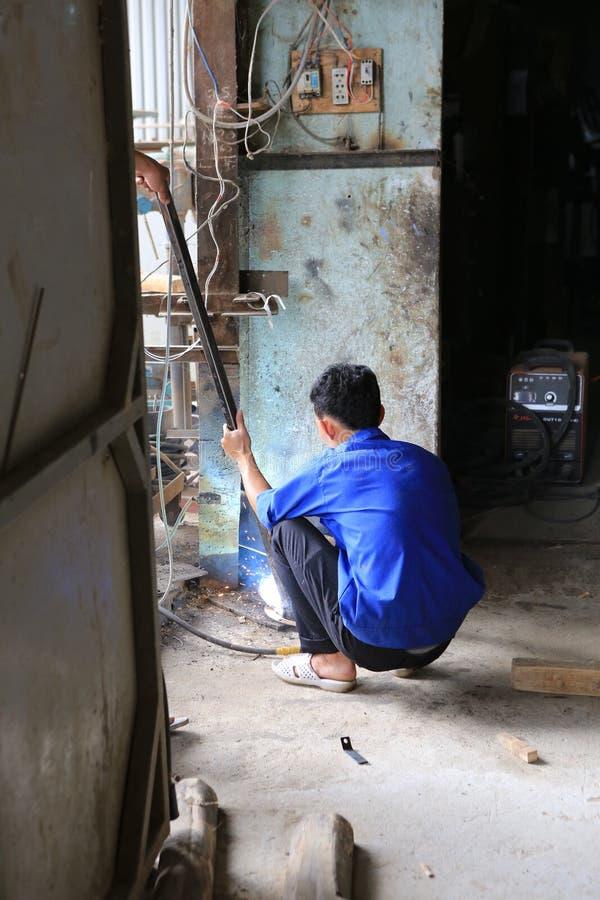 Welder i Vietnam arkivbilder