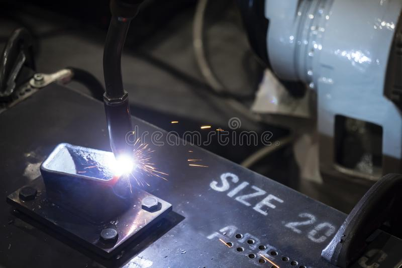 The welding robot machine for welding automotive part stock photography