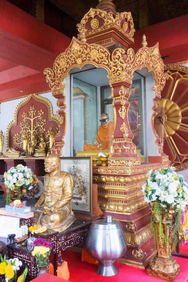 Welke Khunaram, Brijmonnik in Koh Samui in Wat Khunaram - Lamai-Strandaantrekkelijkheden Gemummificeerde monnik royalty-vrije stock fotografie