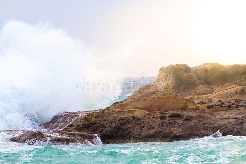 Download Welle stockfoto. Bild von spritzen, landschaft, meer - 96930418