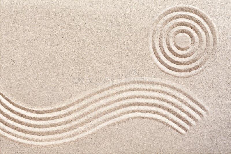 Welle und Kreise in einem japanischen Zen arbeiten im Garten lizenzfreie stockfotografie