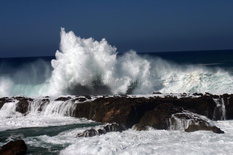 Wellen-Abbrechen lizenzfreie stockbilder