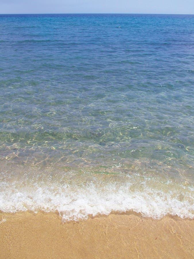 Wellen auf dem Strand stockfoto