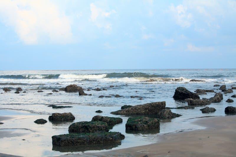 Wellen auf Strand stockfotografie