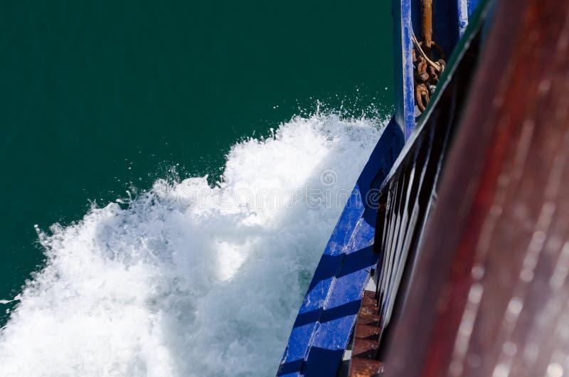 Wellen am Bogen lizenzfreie stockfotografie