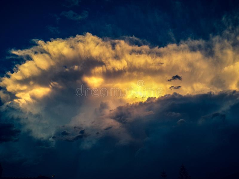 Wellen in den Wolken lizenzfreies stockbild
