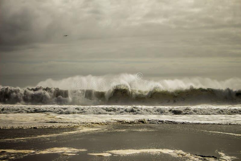 Wellen Unter Weißem Himmel Kostenlose Öffentliche Domain Cc0 Bild