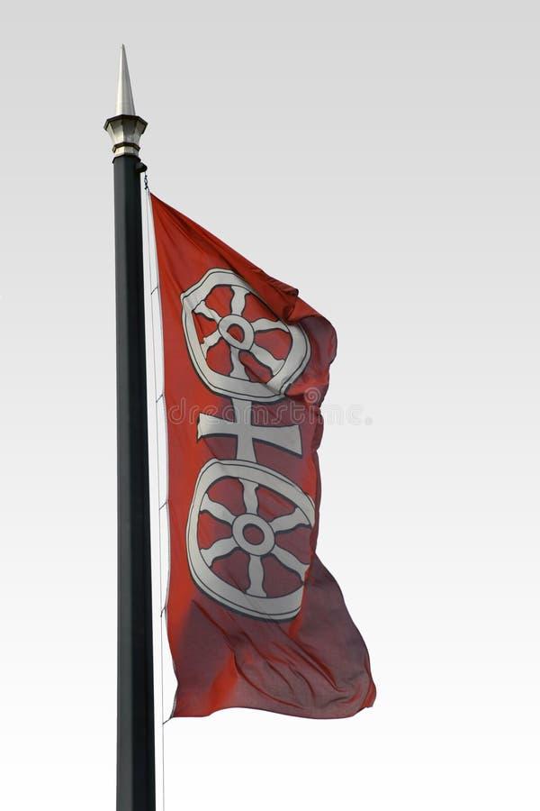 Wellenartig bewegende Flagge Mainz stockbild