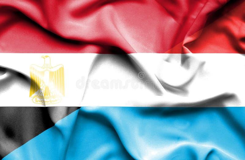 Wellenartig bewegende Flagge von Luxemburg und von Ägypten lizenzfreies stockfoto