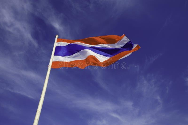 Wellenartig bewegende Thailand-FLAGGE stockbilder