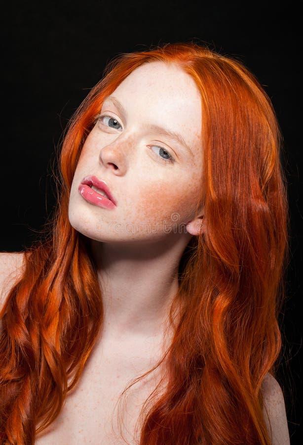 wellenfà rmiges rotes haar stockfoto bild von farbton