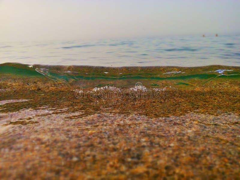 Wellennahaufnahme am Strand lizenzfreie stockfotografie