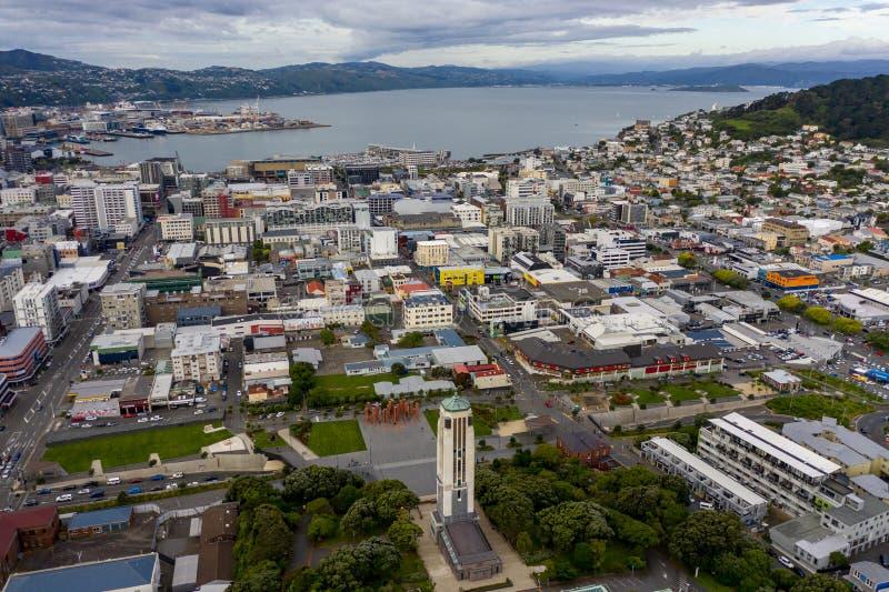 Wellington City Aerial View, monumento de guerra y puerto foto de archivo libre de regalías